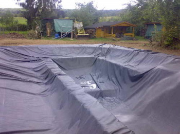 einen schwimmteich im garten badeteich bauen. Black Bedroom Furniture Sets. Home Design Ideas